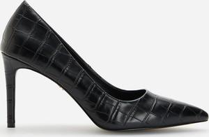Czarne szpilki Reserved ze spiczastym noskiem w stylu klasycznym na obcasie