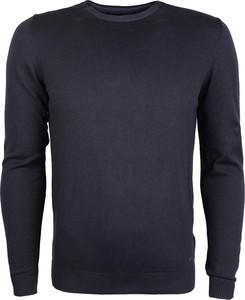 Szary sweter gas z tkaniny