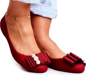 Czerwone baleriny Lu Boo w stylu casual z płaską podeszwą