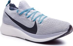 Buty sportowe Nike w sportowym stylu zoom