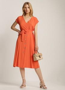 Pomarańczowa sukienka Renee z dekoltem w kształcie litery v z krótkim rękawem midi