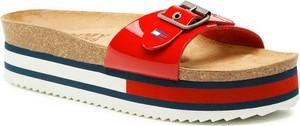 Czerwone klapki Tommy Jeans w stylu casual