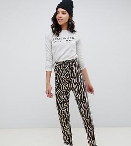 Spodnie Asos w młodzieżowym stylu