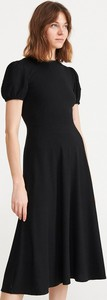 Czarna sukienka Reserved z krótkim rękawem rozkloszowana