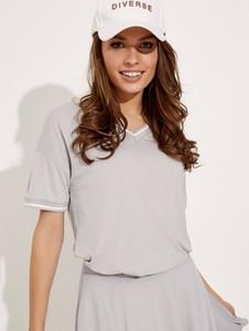 Bluzka Diverse z krótkim rękawem w stylu casual z okrągłym dekoltem