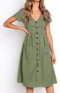 Zielona sukienka Arilook z krótkim rękawem z dekoltem w kształcie litery v w stylu casual