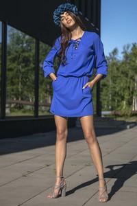 Sukienka Fobya ze sznurowanym dekoltem