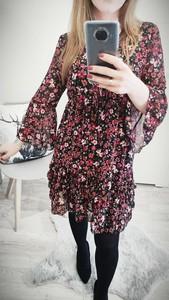 Sukienka Luashop.pl z okrągłym dekoltem z długim rękawem mini