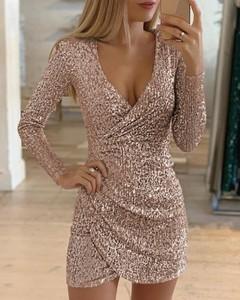 Sukienka Kendallme z dekoltem w kształcie litery v mini w stylu casual