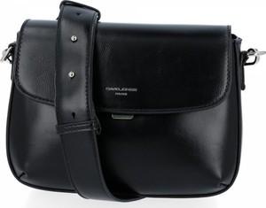 Czarna torebka David Jones lakierowana w stylu glamour na ramię