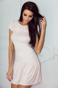 Sukienka Ivon z zamszu mini z krótkim rękawem