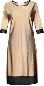 Złota sukienka Fokus z okrągłym dekoltem midi oversize