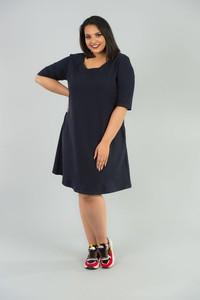 Granatowa sukienka KARKO dla puszystych z długim rękawem w sportowym stylu