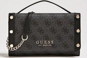 Brązowa torebka Guess w stylu glamour
