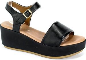 Czarne sandały Maciejka na średnim obcasie z klamrami