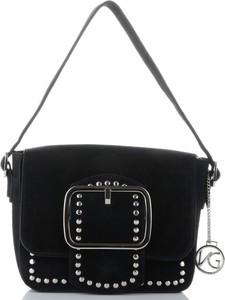 Czarna torebka VITTORIA GOTTI w młodzieżowym stylu średnia z aplikacjami