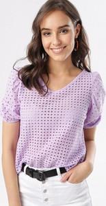 Fioletowa bluzka born2be w stylu casual z krótkim rękawem