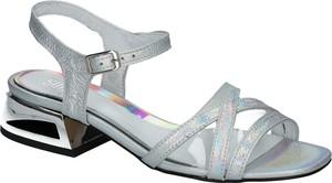 Sandały SIMEN z klamrami z płaską podeszwą