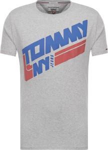 T-shirt Tommy Jeans z bawełny z krótkim rękawem w młodzieżowym stylu