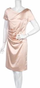 Różowa sukienka Marie Noir z krótkim rękawem mini