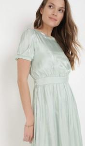 Miętowa sukienka born2be trapezowa w stylu casual mini