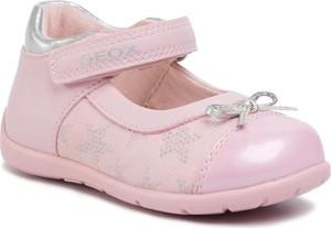 Różowe buciki niemowlęce Geox na rzepy