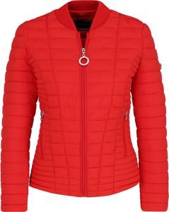 Czerwona kurtka Guess Jeans krótka w stylu casual