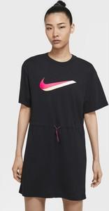 Sukienka Nike w sportowym stylu prosta