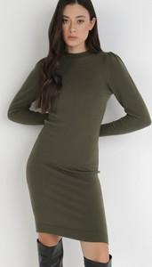 Zielona sukienka born2be z długim rękawem mini dopasowana