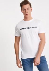 T-shirt Diverse z bawełny w młodzieżowym stylu
