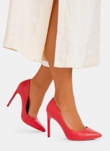 Czerwone szpilki DeeZee w stylu klasycznym ze spiczastym noskiem