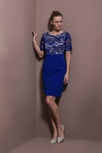 Niebieska sukienka Risca mini z krótkim rękawem z okrągłym dekoltem