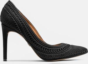 Czarne szpilki Kazar ze spiczastym noskiem w stylu klasycznym na szpilce