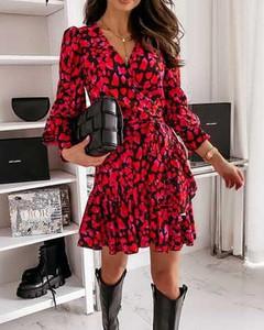 Czerwona sukienka Kendallme kopertowa z dekoltem w kształcie litery v