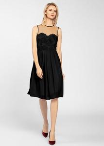 Sukienka Apart rozkloszowana z okrągłym dekoltem midi