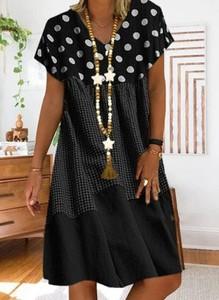 Czarna sukienka Cikelly z dekoltem w kształcie litery v w stylu casual