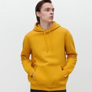 Żółta bluza Reserved w młodzieżowym stylu