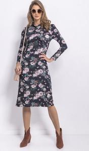 Sukienka Fobya z długim rękawem z dekoltem woda ołówkowa