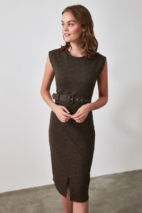 Sukienka Trendyol prosta z okrągłym dekoltem midi