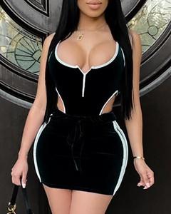 Sukienka Kendallme z dekoltem w kształcie litery v na ramiączkach dopasowana