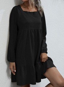 Czarna sukienka Cikelly mini w stylu casual z okrągłym dekoltem