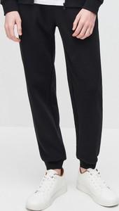 Czarne spodnie sportowe Reserved z dresówki w stylu casual