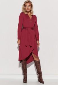 Czerwona sukienka Makadamia w stylu casual z dekoltem w kształcie litery v midi