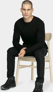 Sweter Outhorn w młodzieżowym stylu