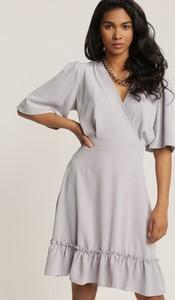 Sukienka Renee z długim rękawem z dekoltem w kształcie litery v