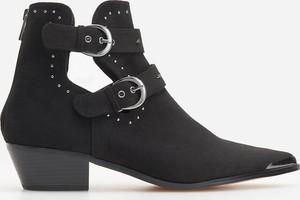 Czarne botki Reserved na obcasie w stylu casual