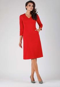 Czerwona sukienka Nommo midi z długim rękawem