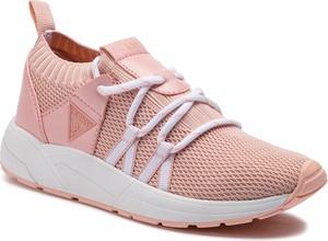 Różowe buty sportowe Guess sznurowane z płaską podeszwą