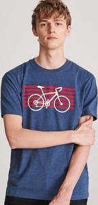 Granatowy t-shirt Reserved z krótkim rękawem z nadrukiem