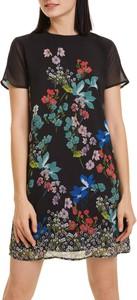 Sukienka Desigual z okrągłym dekoltem z krótkim rękawem trapezowa